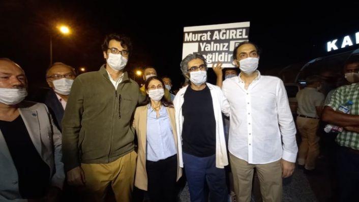 3 gazeteci tahliye edildi