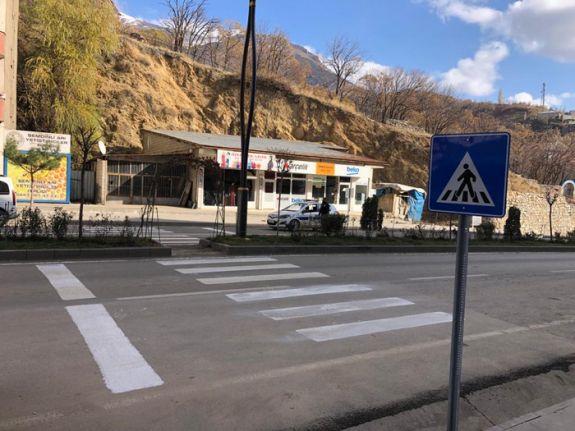 Şemdinli Belediyesi Yaya Geçidi Çizgilerini Yeniledi