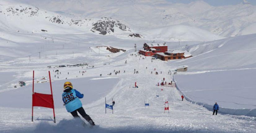 Hakkari'de kayak yarışması düzenlendi