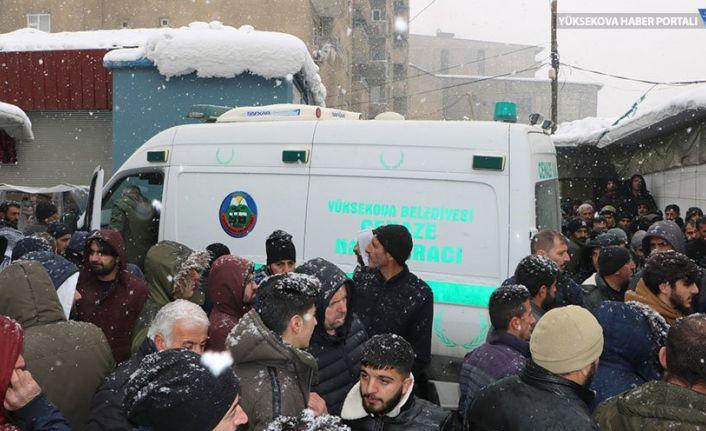Yüksekova'da 2 kişi ölü bulundu