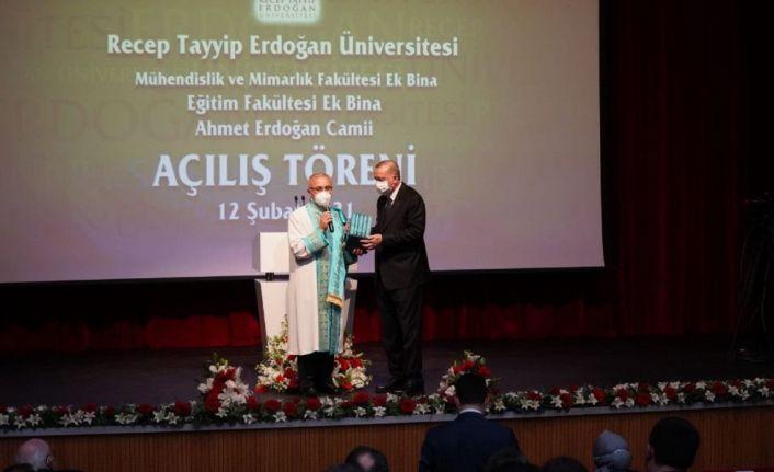 Erdoğan: Recep Tayyip Erdoğan Üniversitesi'nde 100 profesör var