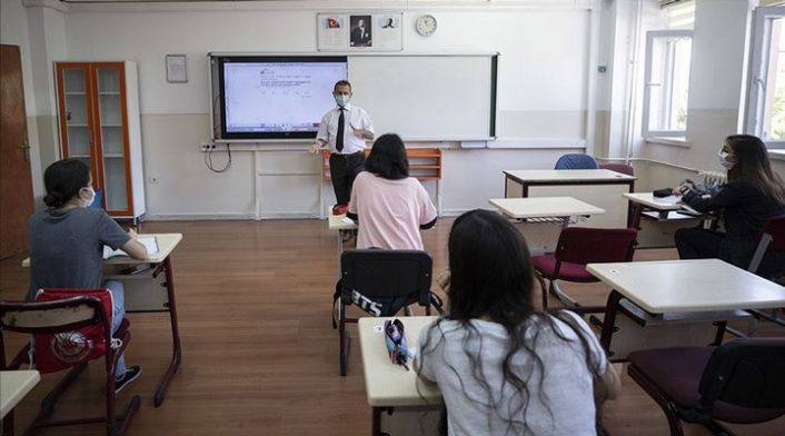 MEB: 12'nci sınıflarda yüz yüze eğitim haftada en az 16 saat olacak