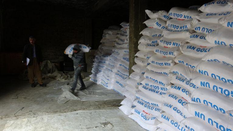 Şemdinlili iş insanı Sabri Özel'den 2 bin 500 aileye un yardımı