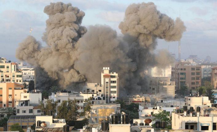 İsrail'in saldırıları sonucu Gazze'de Sağlık Bakanlığı binası ile Covid test merkezi zarar gördü