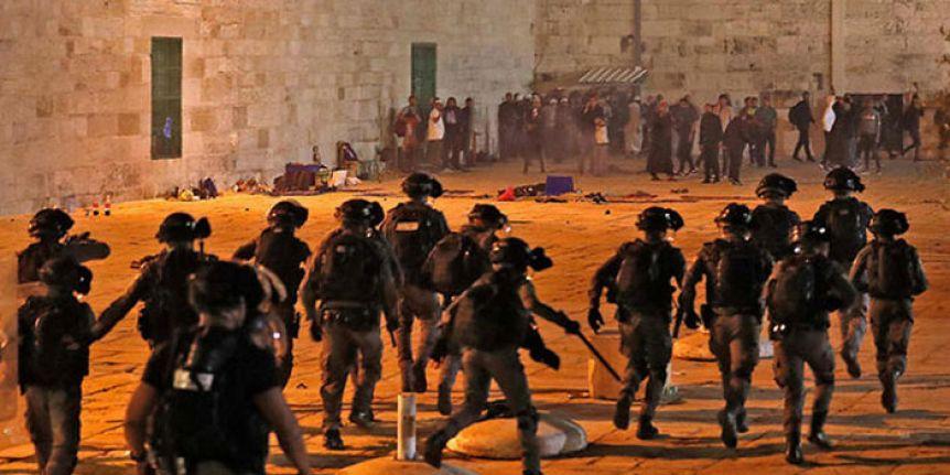 Mescid-i Aksa gerilimi sürüyor: En az 90 Filistinli yaralandı