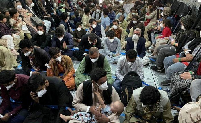 Hollanda'da Afgan sığınmacılara karşı protesto şiddete döküldü, acil durum ilan edildi