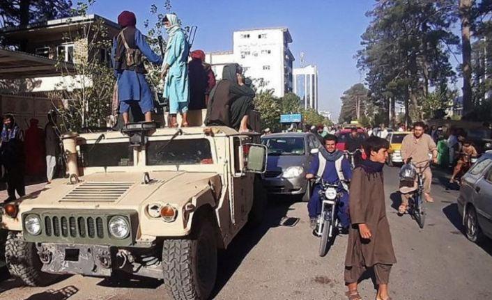 Taliban'ın kuşattığı Kabil'de 'iktidar devri'ne hazırlık başladı