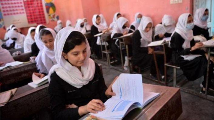 Taliban: Kız öğrencilerin okula dönmesine en kısa sürede izin verilecek