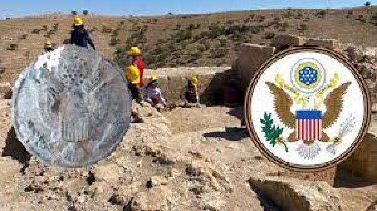 Diyarbakır'daki Zerzevan Kalesi kazısında 300 yıllık ABD rozeti bulundu