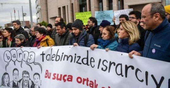 4 akademisyenin duruşması ertelendi