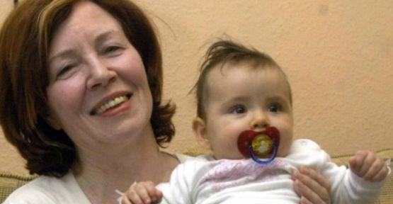 65 yaşındaki kadın dördüz doğurdu