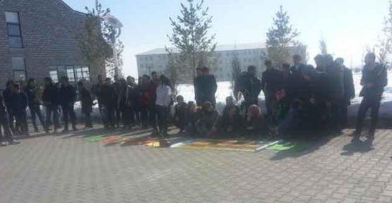 Ağrı'daki üniversite öğrencilerinden açlık grevindeki öğrencilere destek