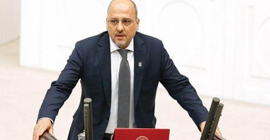 Ahmet Şık'ın davası milletvekili seçilmesi nedeniyle durduruldu
