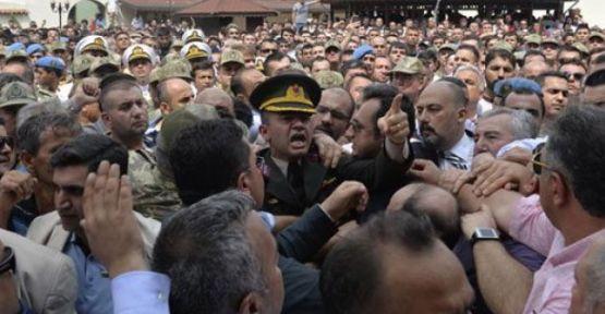 Alkan'ın cenaze törenindeki 2 kişi Erdoğan'a hakaretten tutuklandı