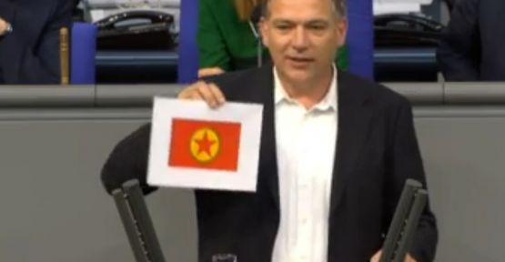 Alman vekil Aken: Kobani bu bayrakla özgürleştirildi