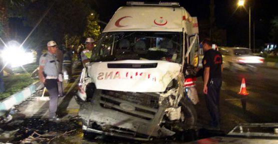 Ambulans ile otomobil çarpıştı: 1 ölü, 5 yaralı