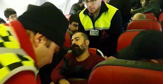 Amedspor doktoru uçakta kalp krizi geçiren yolcuyu hayata döndürdü