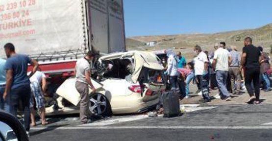 Ankara'da TIR'a çarpan otomobildeki 5 kişi öldü