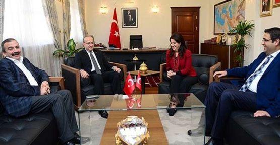 Başbakan yardımcısı Akdoğan'dan 'izleme heyeti' açıklaması