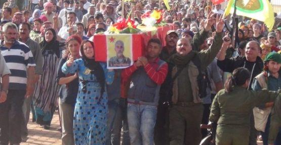 Bi hezaran şervanê YPG'ê spartin axê