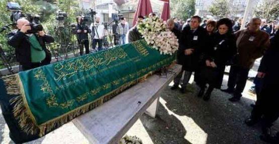 Binler Usta Yazar Yaşar Kemal'i Uğurladı