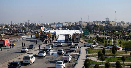 İran'da pistten çıkan uçak yola girdi
