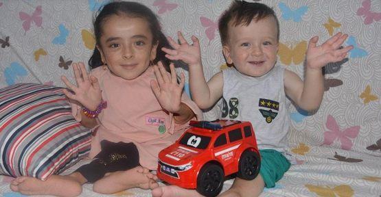 Cam kemik hastası Sakine ve kardeşi için ameliyat parası toplandı