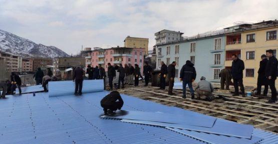 Çatısı Yanan Vatandaşa Şemdinli Belediyesi Sahip Çıktı
