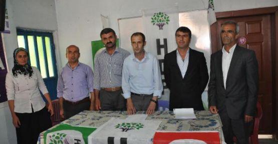 Çukurca'da AKP'den istifa eden 9 kişi HDP'ye geçti