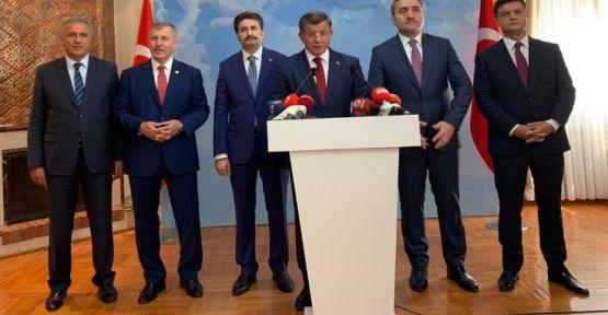 Davutoğlu 'AK Parti için' AK Parti'den istifa etti