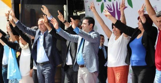 Demirtaş: HDP herkesi kurtaracak