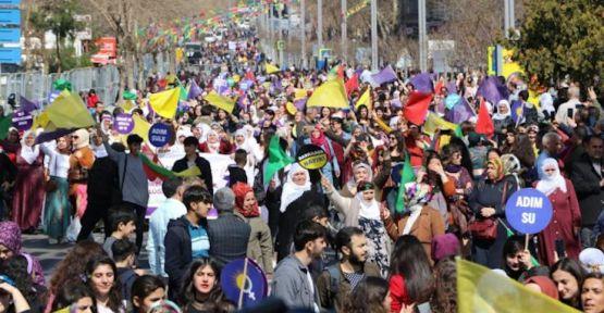Diyarbakır'da kadınlar alanda