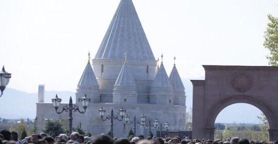 Dünyanın en büyük Ezidi tapınağı Ermenistan'da açıldı