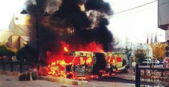 Edremit DBP ilçe binası ateşe verildi