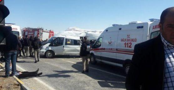 Hakkari - Van yolunda kaza: 2 ölü, 15 yaralı!