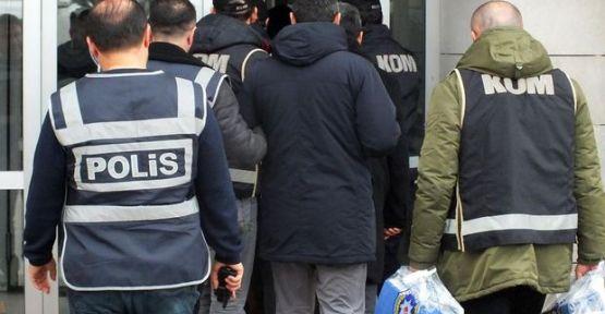 Görevdeki 176 askere gözaltı