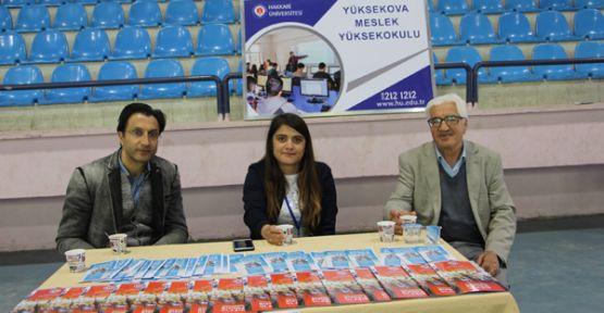 Hakkari Üniversitesi Şemdinli'de stant kuruldu