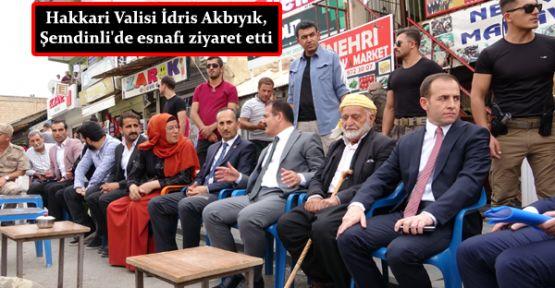 Hakkari Valisi İdris Akbıyık, Şemdinli'de esnafı ziyaret etti