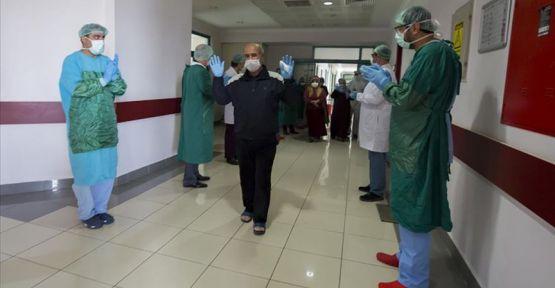 Hakkari'de Kovid-19 tedavisi tamamlanan 2 kişi daha taburcu edildi