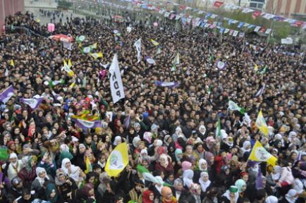 'HDP'nin barajı aşması AKP'nin felaketi olacak'