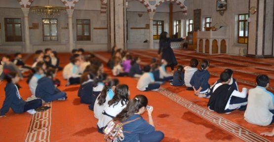 İlçe Milli Eğitim'den sabah namazına katılım yazısı