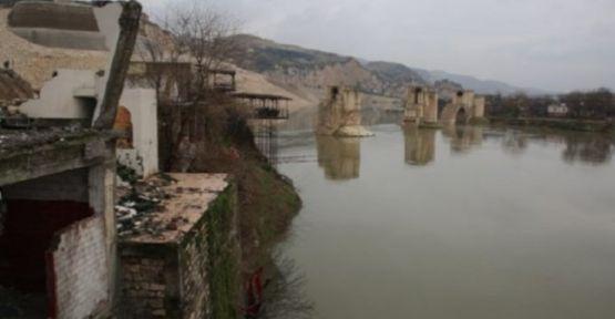Ilısu Barajı, Hasankeyf'i boğuyor...