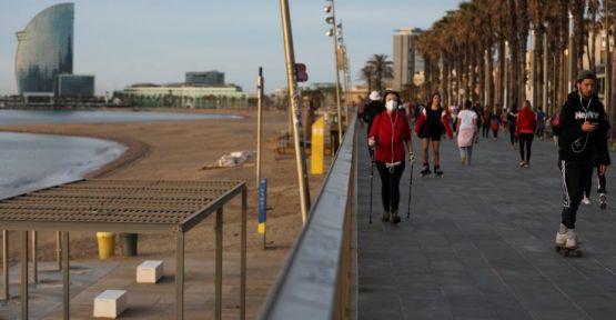 İspanyalılar haftalar sonra ilk kez park ve bahçelere çıktı