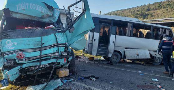 İzmir'de feci kaza: 4 ölü, 8 yaralı