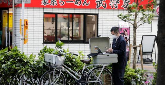 Japonya'da yeni vaka sayısı 100'ün altına düştü