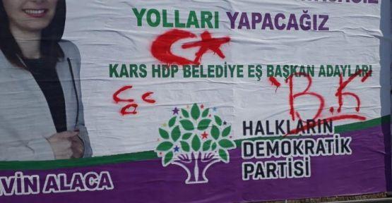 Kars'ta HDP reklam panolarına ırkçı saldırı düzenlendi