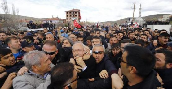 Kemal Kılıçdaroğlu'na asker cenazesinde saldırı