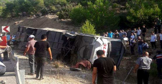 Kıbrıs'a asker taşıyan otobüs devrildi: 5 Asker hayatını kaybetti