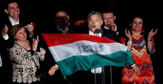 Macaristan'da sağcı Orban üçte iki çoğunluğu kazandı