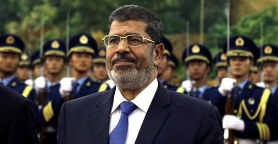 Mısır televizyonu: Mursi mahkemede öldü